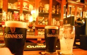 "Las Pintas de John Kavanagh ""The Gravediggers"" Pub"
