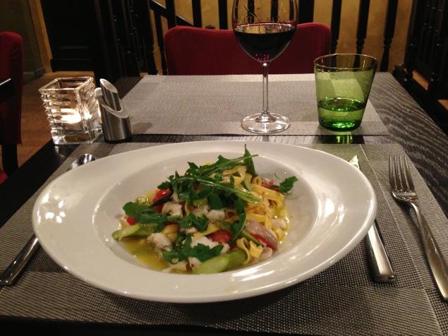 Fettuccine con Branzino e Asparagi