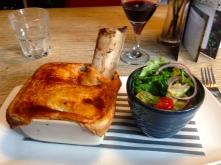 British Beef Pie con Ensalada