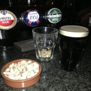 Media Pinta de Guinness + Pistachos Adictivos