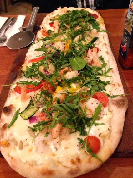 PRAWN & LOBSTER: King prawns and lobster, béchamel sauce, grilled courgettes, cherry tomates, roasted peppers, red onion, rocket and mozzarella.