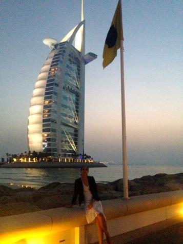 Con el Burj Al Arab de fondo