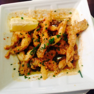 Piernas de rana con ajo, perejil y salsa de manteca