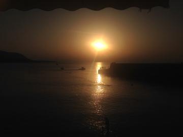 El sol cayendo lentamente