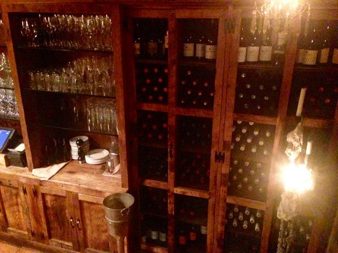 Botellas llenas de uva