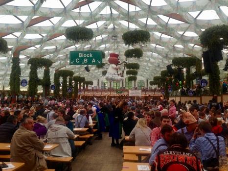Hofbräu Festzelt desde adentro