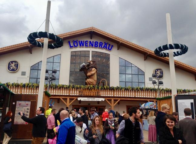 Löwenbräu-Festhalle desde afuera
